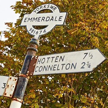 picture of an Emmerdale street sign